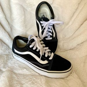 Vans | Old skool black and white shoes